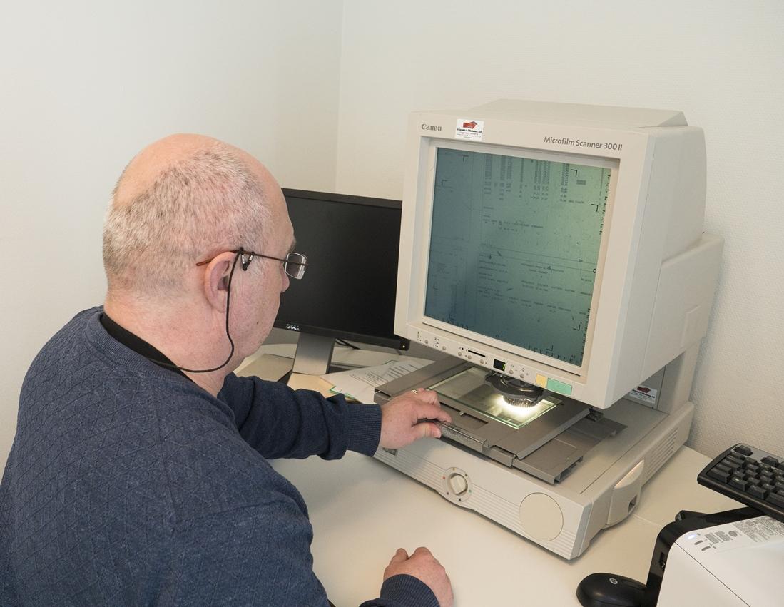 Rådgiver Stein Erik Sveum i Posten gleder seg til å permittere det gamle utstyret.